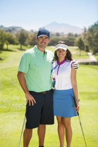 A golf couple smiling at the camera.